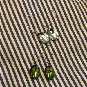 2 pairs of drop earrings